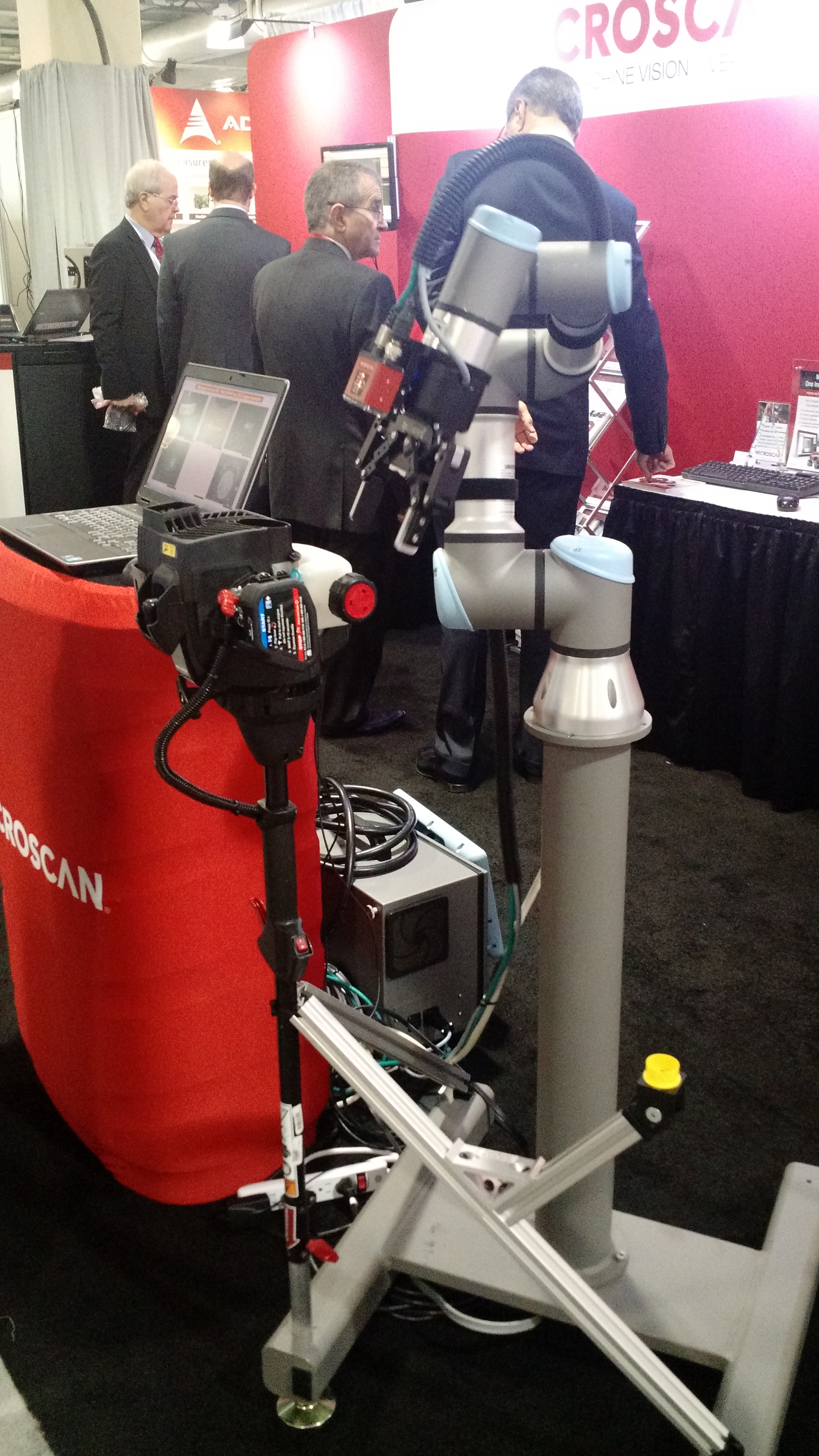 UR3 Robot with Microscan's new smart camera at Vision Show